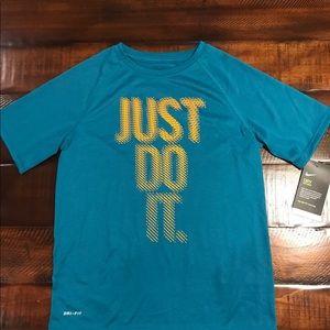 Boys Nike Anti-Odor Dri Fit short slv shirt (NEW)